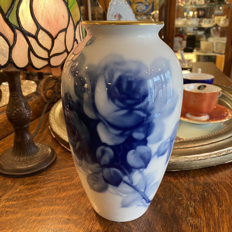 ブルーローズ 花瓶 (中) 大倉陶園